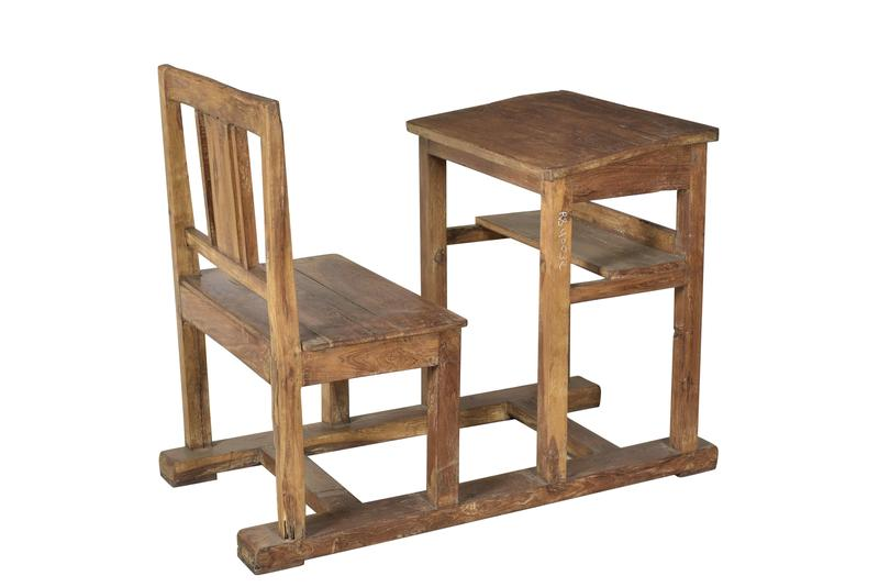 schultisch mit stuhl antik tische vintage m bel bei m belhaus d sseldorf. Black Bedroom Furniture Sets. Home Design Ideas