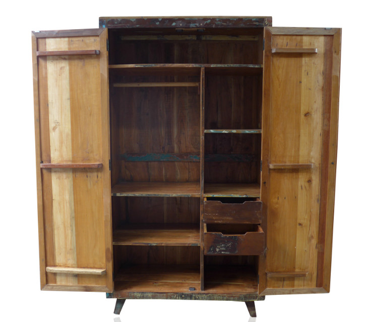 vintage kleiderschrank aus altem holz schr nke industrielle m bel bei m belhaus d sseldorf. Black Bedroom Furniture Sets. Home Design Ideas